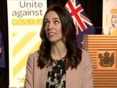 Premier van Nieuw-Zeeland houdt hoofd koel tijdens live interview ondanks aardbeving