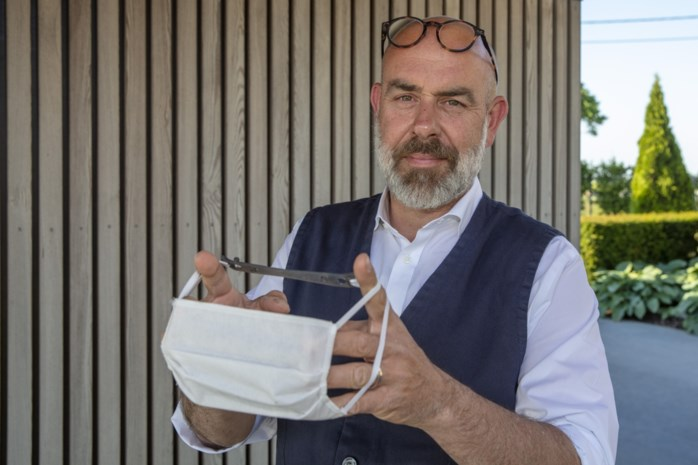 Pijn aan de oren door mondmasker? Cafébaas heeft de oplossing en wil er binnen- en buitenland mee veroveren