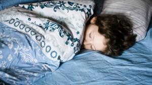Kinderen die bedplassen, slapen rustelozer