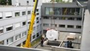 Pakje van zo'n 3,5 ton geleverd: ziekenhuis heeft eindelijk zijn MRI-scanner
