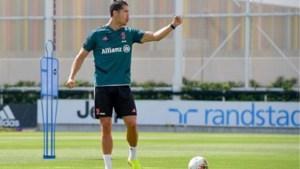 Mikken, scoren, vieren: Ronaldo pingelt de bal spelenderwijs in de basketring