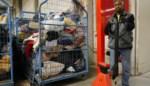 """Kringwinkels krijgen toevloed aan goederen amper verwerkt: """"Aub, wacht enkele weken met spullen brengen"""""""
