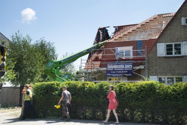 """Ravage nadat verreiker van twintig ton omvalt op pas vernieuwd dak: """"Zoiets hebben we nog nooit meegemaakt"""""""