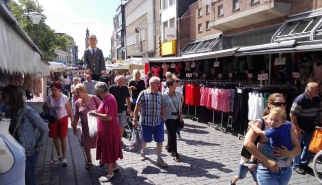 Grootste markt van regio opent in kleine beurtrol met maximaal vijftig kramen