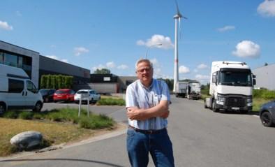 """Zaakvoerders en gemeente niet te vinden voor de komst van windmolen 'Langnekje' in industriezone: """"Dit zal tot ongelukken leiden"""""""
