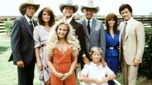 """In 'Dallas' had ze constant een nieuw lief, maar hoe ziet het echte leven van Charlene Tilton eruit? """"Ik stond meer aan het graf van de mannen van wie ik hield dan voor het altaar"""""""
