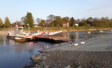 Loodzware boot van veerpont in Meeswijk gestolen