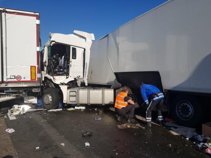 """Eén dode en één zwaargewonde bij ongeval op E17: """"Franse chauffeur reed met volle snelheid in op file"""""""