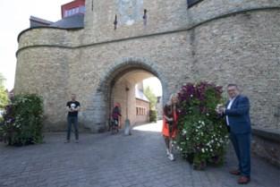"""'Bloementorens' fleuren nu ook binnenstad op: """"Zo moeten we niet aan de monumenten raken"""""""