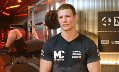 Wat een beer! Matthias Casse breekt met gemak het record op de benchpress van maatje Dirk Van Tichelt in De container cup