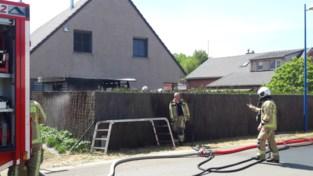 Nog gloeiende barbecuekolen doen tuinhuis afbranden