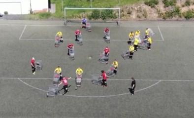 Social distance onmogelijk op een voetbalveld? 'Winkelwagenvoetbal' lost het makkelijk op