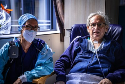"""Eric (66) mag na 58 dagen intensieve zorgen verlaten: """"Ze hebben me mijn leven teruggegeven"""""""