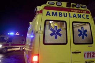 28-jarige vrouw rijdt in op man die aan het lossen was