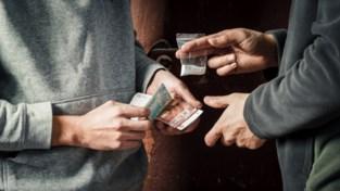 """Nieuw onderzoek: """"In Antwerpen gaat niemand drugs dealen omdat hij geen brood kan kopen"""""""