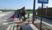 """Geluidsschermen schuiven wat op om veiligheid te verhogen: """"Wandelaars en fietsers zien het verkeer nauwelijks"""""""