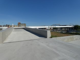 Nieuwe voetgangersbrug van Spoor Oost naar Antwerps Sportpaleis is klaar