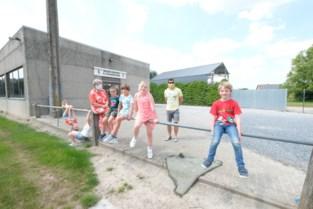 Hele dorp helpt mee aan heropening school: parochiezaal en voetbalkantine worden klaslokalen