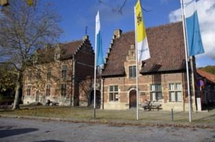 """Omstreden verkoop van Pampoelhuis goedgekeurd door gemeenteraad: """"We geven dit stuk erfgoed uit handen"""""""