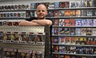 """Videotheek van Stefaan lijkt anachronisme maar overleeft wonderwel: """"Acteurspopjes zijn wel populairder dan films"""""""