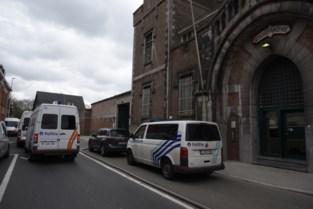 Vier mannen aangehouden die pakjes met cannabis over gevangenismuren gooiden