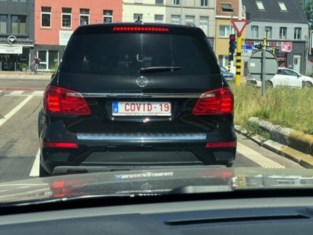 Mercedes met nummerplaat 'COVID-19' gesignaleerd in Gentbrugge
