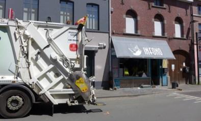 Klapband vuilniswagen blaast etalage aan diggelen, ophaler krijgt glas in schouder