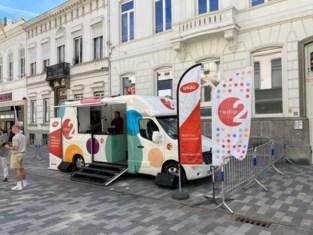 Winkelhier-caravaan strijkt neer in Halle