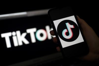 """TikTok is nieuwste jachtterrein voor influencers: """"Bij een challenge gebruiken ze snoep van een bepaald merk, of ze prijzen speelgoed aan"""""""