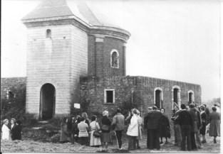 Vijftig jaar geleden: een kapeltuin krijgt dak, ramen en deuren