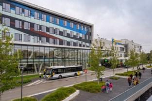 """Bezoekers weer welkom in ziekenhuizen, maar wel schoorvoetend en met veel regeltjes: """"Alleen als het noodzakelijk is"""""""