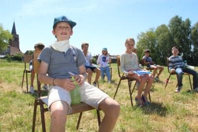 Jules (10) zijn mama heeft kanker, maar dankzij les in de weide kan ook hij weer naar school