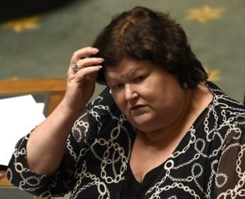 En als we nu eens terugkeren naar één minister van Volksgezondheid?