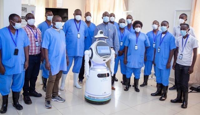 """""""Strijd tegen corona neemt nieuwe wending"""": robot is nieuwste 'wapen' in strijd tegen epidemieën"""