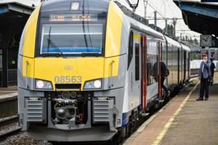 Treinsurfer opgepakt in station, gepeperde rekening volgt