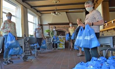 """Vrijwilligers delen 190 koekebroden uit: """"Nog nooit zoveel bedankingen ontvangen"""""""