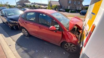 Kop-staartbotsing op rotonde in Munsterbilzen: een gewonde