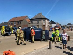 Brandweer moet bestuurster bevrijden na zware klap aan kruispunt Kwakkel