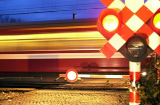 Autobestuurder omgekomen na botsing met trein in Pelt