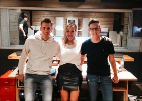 """Elisabet uit 'De mol' heeft eerste single klaar: """"Met een cocktail zou ik er zelf op dansen"""""""