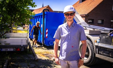 """Wegenbouwer uit 'The sky is the limit' geeft gratis water weg: """"Fijn om iets leuks te doen voor buurt waar wij als lastpost worden gezien"""""""