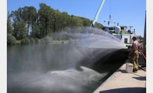 Brandweer bestrijdt milieuvervuiling op kanaal