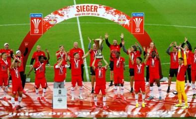 Een huldiging op z'n coronas: Salzburg respecteert de regels de afstandregel en steekt beker in de lucht in leeg stadion