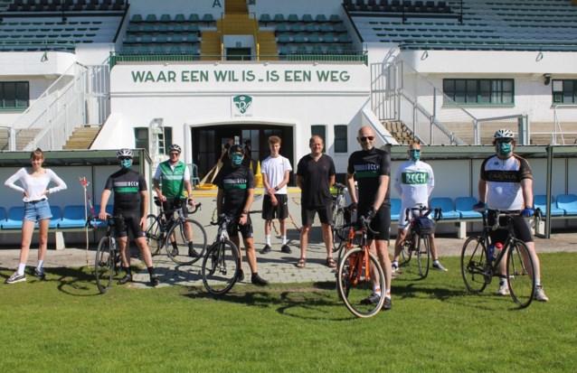 Fietsers Racing Mechelen verdelen mondmaskers