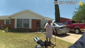 90-jarige grootmoeder probeert kleinzoon te beschermen tegen politie