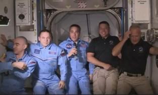 Astronauten van Crew Dragon ruimtestation ISS binnengegaan en verwelkomd door hun collega's