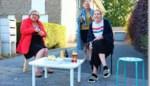 FOTO. Kriekmoercomité trakteert bewoners op verfrissend drankje