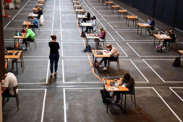 Universiteiten starten met examens: extra zalen en duizenden begeleiders