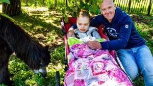 """Tom Steels samen met dochter Lobke op De Klapstoel: """"Voor haar gaat het nu letterlijk om overleven of niet overleven"""""""