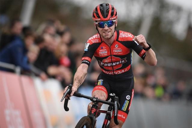 """Eli Iserbyt ligt (nog) niet wakker van Mathieu van der Poel en heeft boodschap voor collega's: """"We moeten niet zeuren"""""""